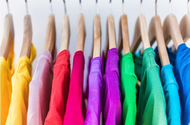 A melhor forma de organizar o guarda-roupa