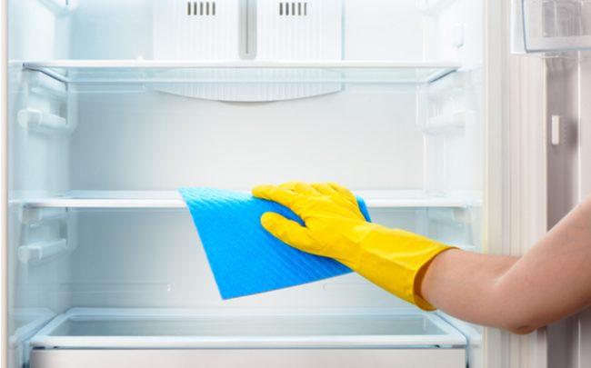 Truques caseiros para limpar a geladeira