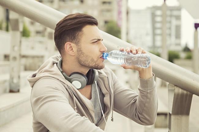 8 benefícios da água para a saúde