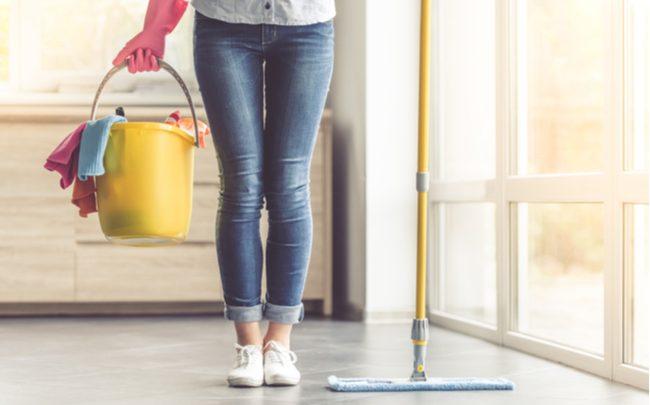 Como economizar água limpando a casa - SEPAC