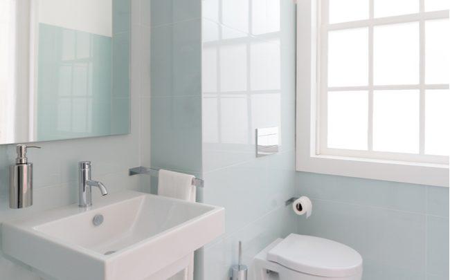 7 hábitos que proliferam bactérias no banheiro - SEPAC