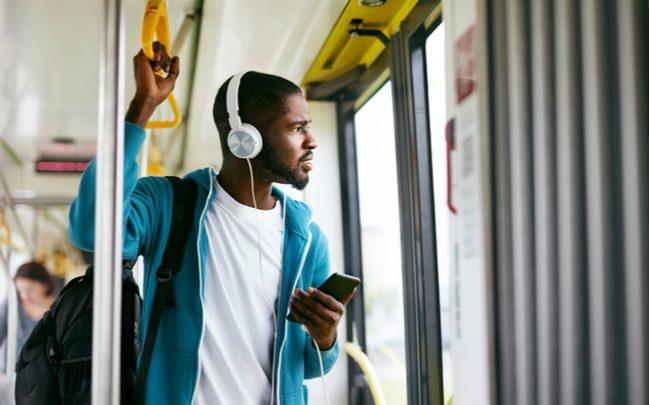 7 podcasts corporativos para ouvir nos intervalos do dia