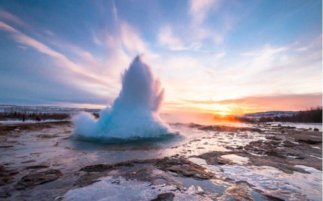 Na Islândia é possível cozinhar em um gêiser