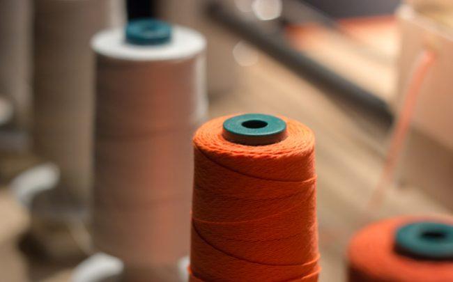 Tecido ecológico feito de casca de laranja - SEPAC