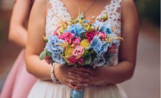 Brincadeiras diferentes para a hora do buquê da noiva - SEPAC