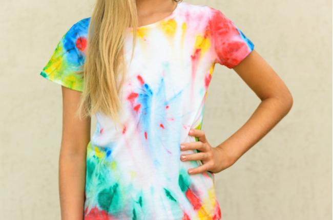 Como fazer camiseta tie-dye em casa