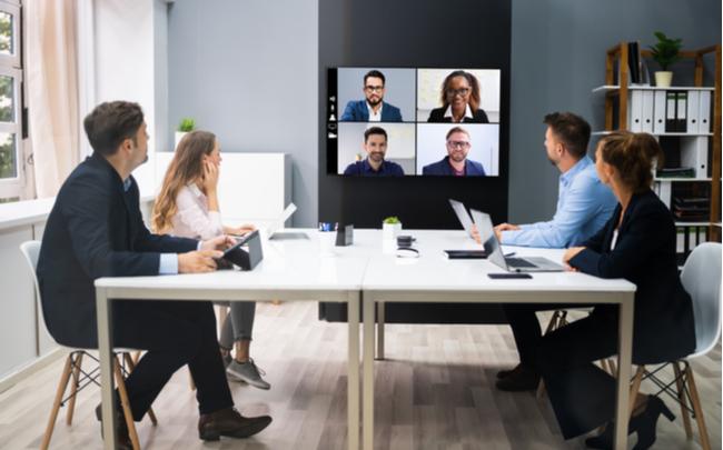 reunião online no escritório