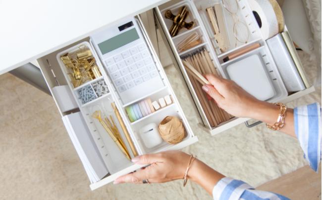 organizando as gavetas do quarto
