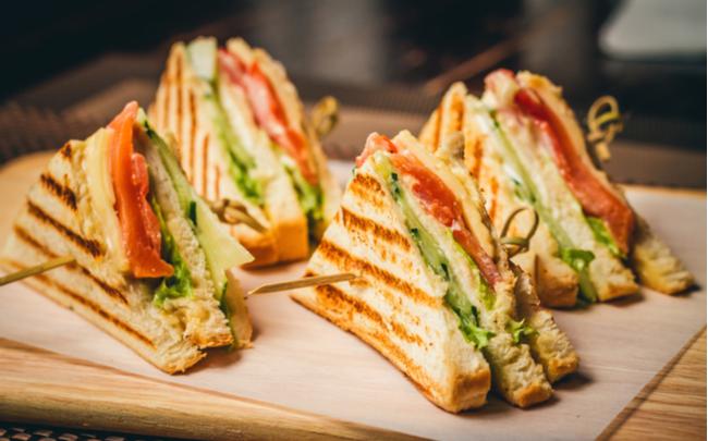 Sanduíche saboroso para uma refeição prática