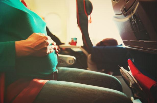 Grávidas e avião: confira as regras - BabyBoo