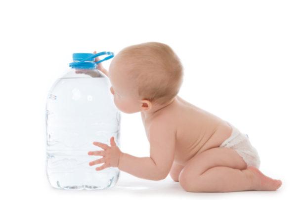 Como criar na criança o hábito de beber água