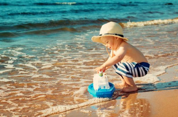 Cuidados com as crianças durante as brincadeiras na água