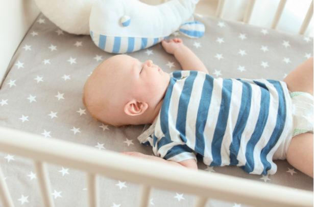 Qual é a melhor posição para o bebê dormir