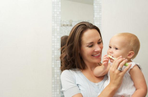 Quando começar a escovar os dentes do bebê