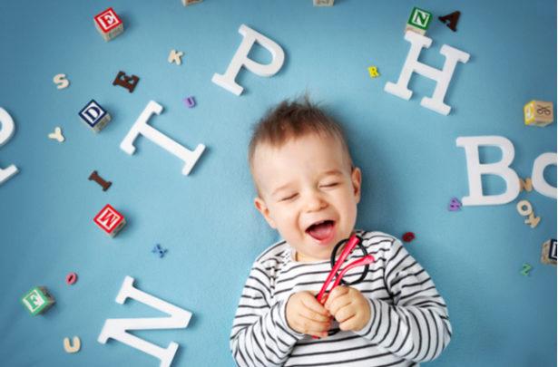 Benefícios de ensinar um segundo idioma ao seu filho