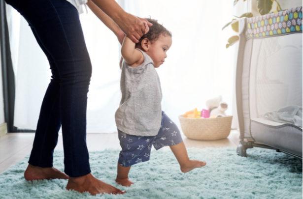 Brincadeiras para incentivar o bebê a andar - BabyBoo