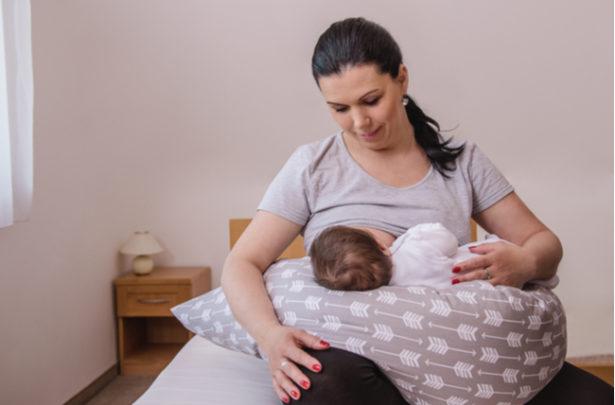 Almofada de amamentação - como usar e os benefícios - BabyBoo