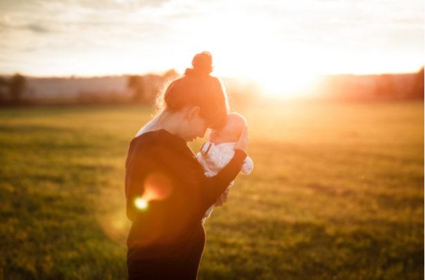 Os benefícios do banho de sol para recém-nascidos - BabyBoo