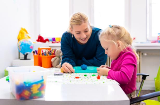 Como integrar crianças a ativides sensoriais - UNIVERSO DO CUIDADO